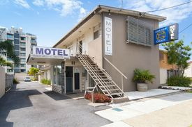 2231mf - Rare Freehold Motel, Walk To Coolangatta Airport