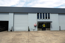 207m2* Warehouse With Easy Truck Access