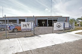 Well Located Warehouse Unit - Minutes From The Cbd