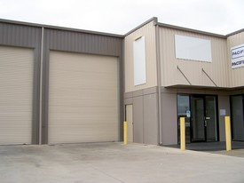 :: Fully Self Contained Warehouse - Ideal Location