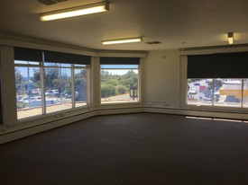 First Floor Light- Filled Office In Unbeatable  Seaford Location