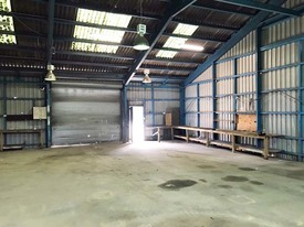 Industrial Unit With Large Lock Up Yard