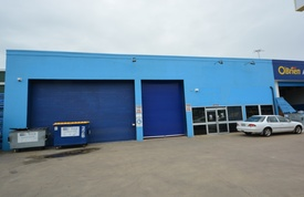 Prime Highway Exposure - Showroom/warehouse For Lease