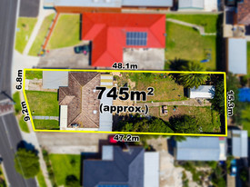 745m2 With Permits For 3 Townhouses