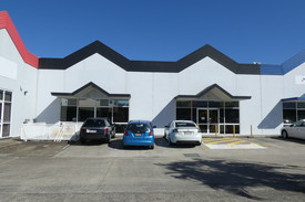 660m2* Office Or Showroom With M1 Pacific Motorway Signage