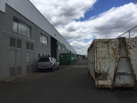 1 921 SQM* WAREHOUSE OFFICE - GREAT TRUCK ACCESS!