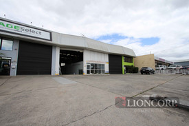 284m2 Warehouse Just Off Moss Street