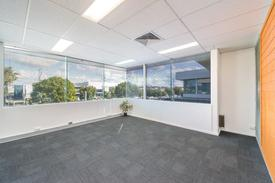 High Grade Office In Commercial Centre