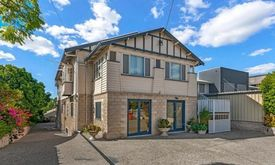 Coorparoo Qld 3 Levels Potential Student Accommodation& B&b House For Sale ( Great Investment, Must Sell This Month!!!)