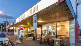 Great Exposure In Popular Food Precinct!