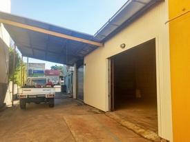 Great Location Many Uses - 125m² Warehouse
