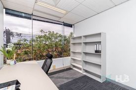 Contemporary Office Space | Brightly Lit | Quality Furnishings