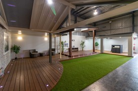 Showroom/warehouse