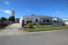 Warehouse/showroom/hardstand 530 Sqm For Lease