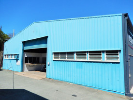 Large 320m2 Workshop With Offices