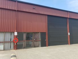 Clean industrial shed in the heart of Brendale