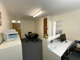 Sunny Office Near St Leonards Train Station