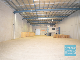 986m2 INDUSTRIAL WAREHOUSE WITH OFFICE