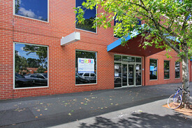 MODERN CORPORATE OFFICE IN THE HEART OF OAKLEIGH!