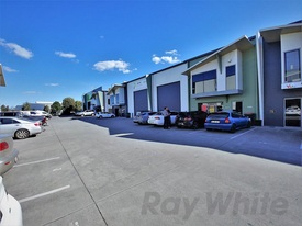 275sqm* HEMMANT OFFICE  WAREHOUSE