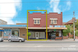 PROMINENT RETAIL  DWELLING GREAT LOCATION!