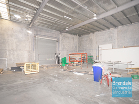 275m2 INDUSTRIAL UNIT WITH OFFICE