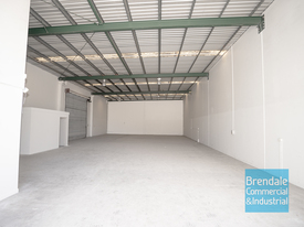 453m2 INDUSTRIAL UNIT WITH OFFICE