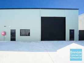 324m2 INDUSTRIAL UNIT WITH 92M2 YARD